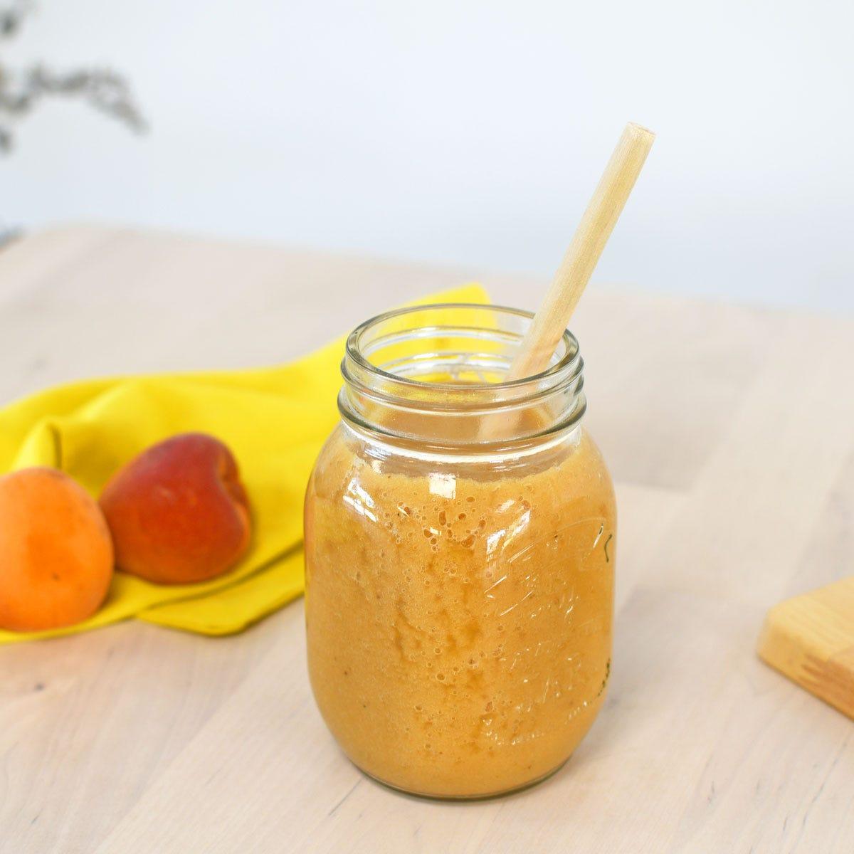 El ideal para refrescarse durante el verano: un delicioso smoothie muy fácil de realizar con frutas de temporada.