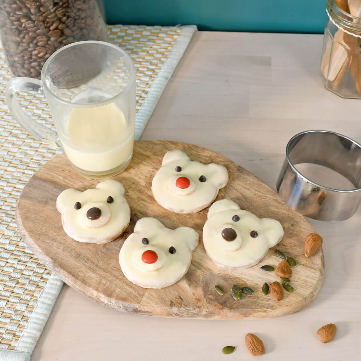 Realiza fácilmente estas súper bonitas galletas en forma de osos polares para sorprender a tus hijos con un snack original y glotón.