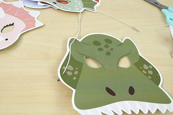 ¡Una máscara de dinosaurio 100% hecha a mano para Carnaval!