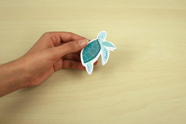 ¡Para no perder el hilo de los cuentos de los peques, nada mejor que un marca páginas de animales marino!